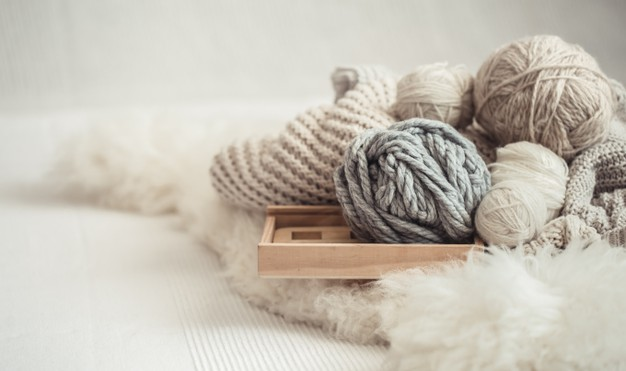 cozy-background-wallpaper-with-yarn-knitting_169016-6305 – kópia