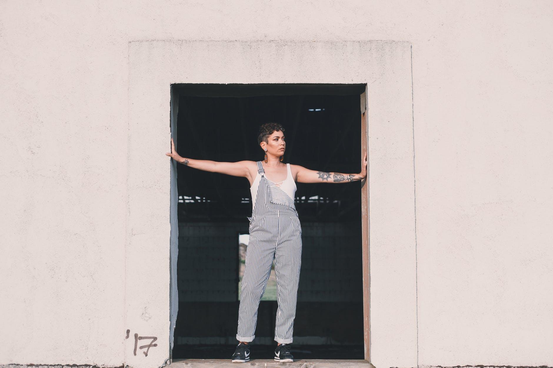 dvere, žena, bývani