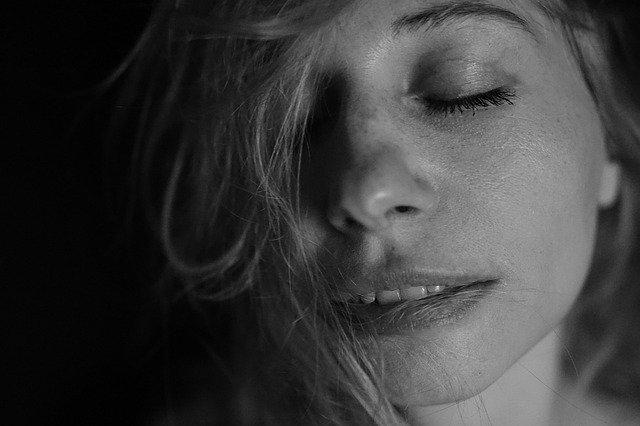 Portrét ženy, emócie.jpg