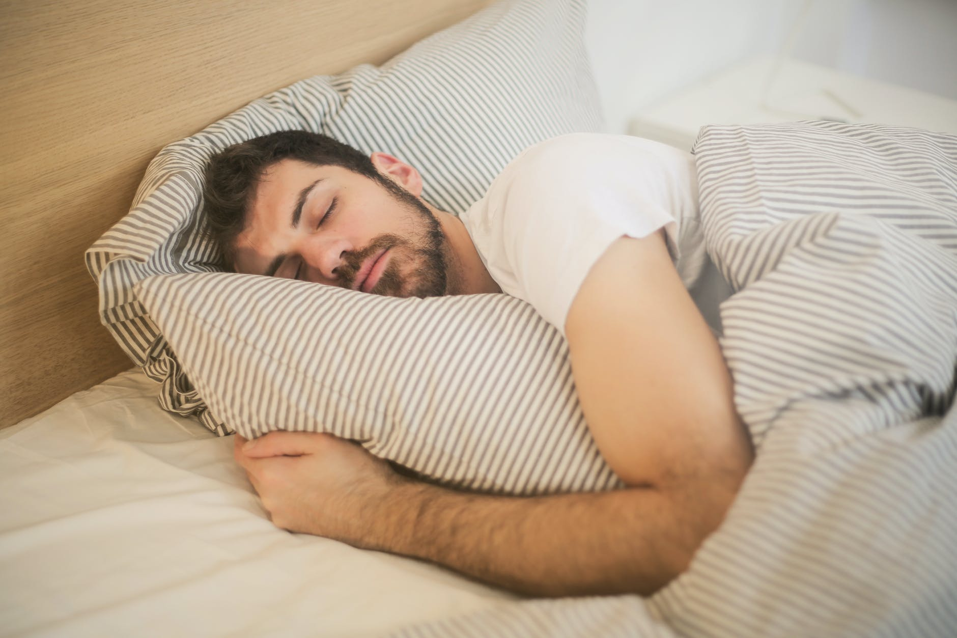 spiaci muž